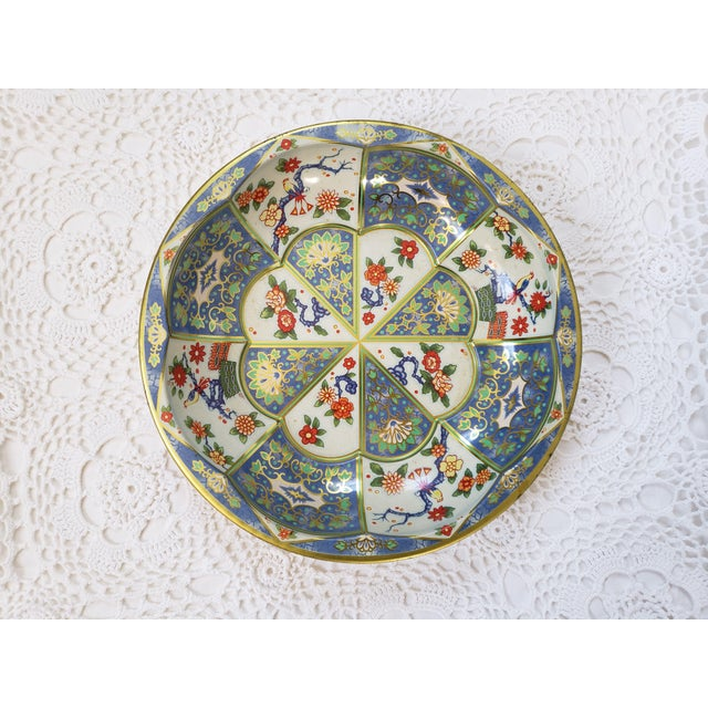A gorgeous metal blue & white oriental floral metal tin bowl. An eclectic piece by Daher Decorated Ware, and made in...