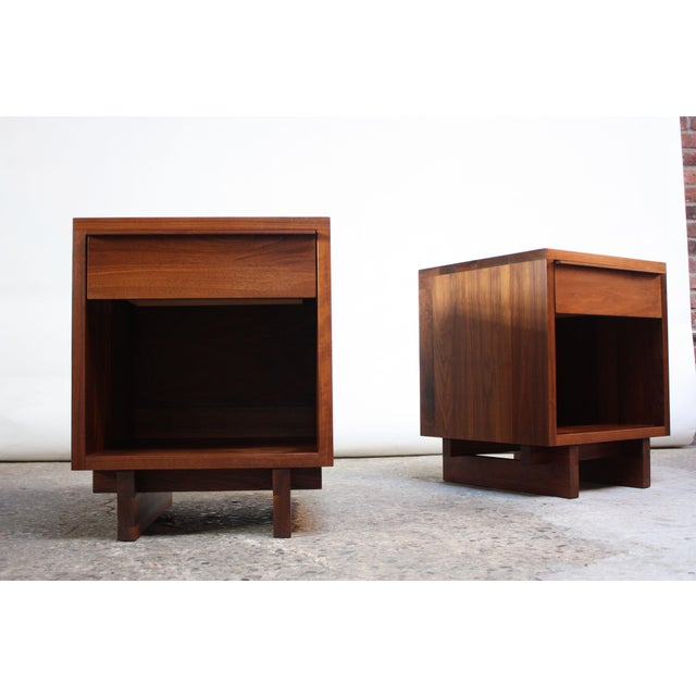 Mid-Century Modern Pair of Vintage New England Solid Walnut Nightstands For Sale - Image 3 of 13