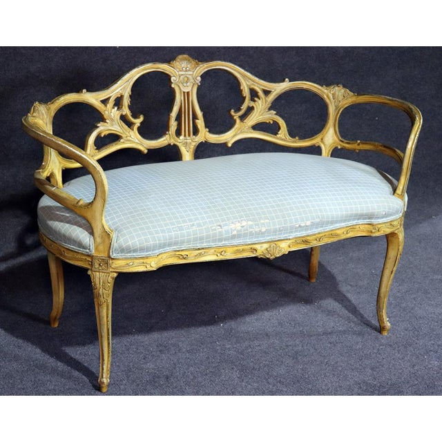 French French Louis XV Style Paint Decorated Settee For Sale - Image 3 of 11