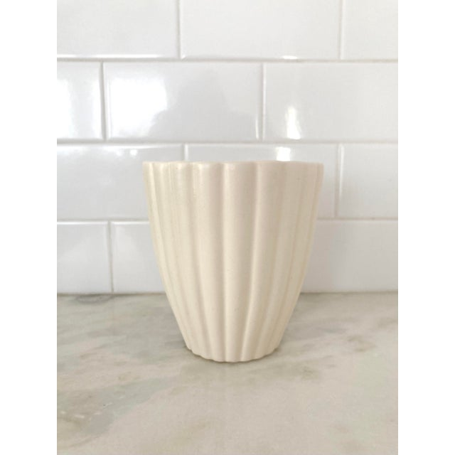 Mid 20th Century White Fluted Royal Haeger Pot For Sale In Seattle - Image 6 of 6