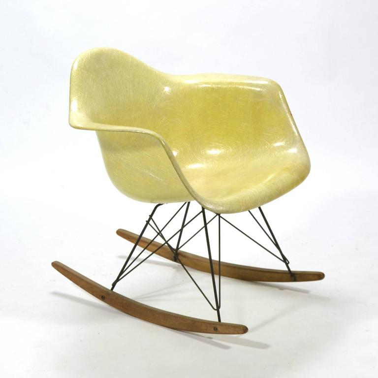 The First Fiberglass Eames Chairs Were Produced By Zenith Plastics And Came  In A Limited Palate