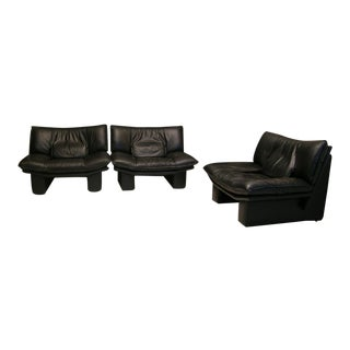Mid Century Modern Nicoletti Salotti Italian Black Leather Lounge Chairs- a Pair For Sale