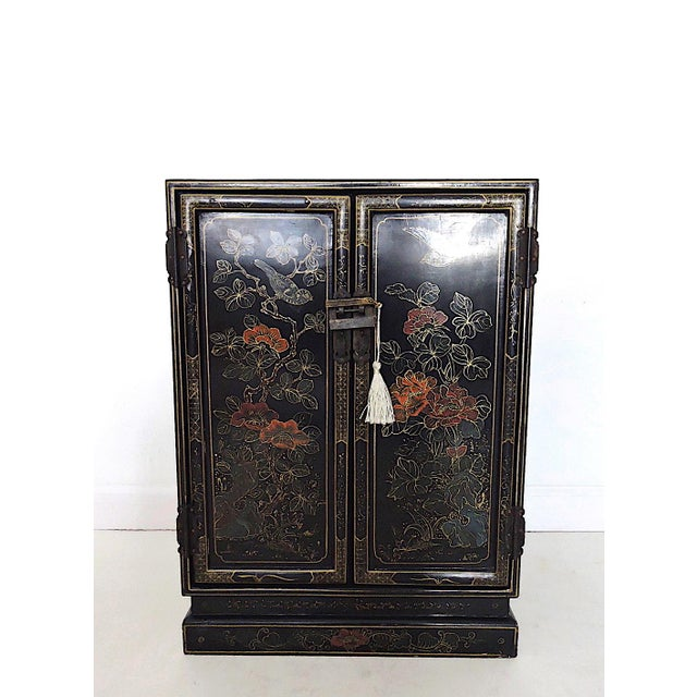 Black Oriental Lacquered Cabinet & Lock For Sale In Tampa - Image 6 of 6