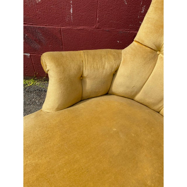 French Napoleon III Chaise Longue in Gold Velvet For Sale - Image 12 of 13