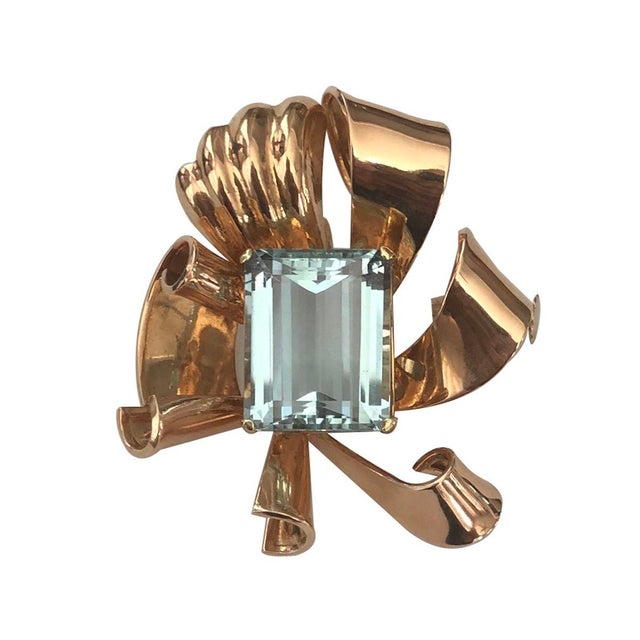 Mid-Century Modern 1940s Vintage 14k Rose Gold and Aquamarine Retro Bow Pendant / Brooch For Sale - Image 3 of 3