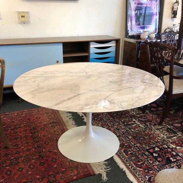 Eero Saarinen Saarinen Carrar Marble Tulip Table For Sale - Image 4 of 13