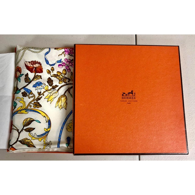 Hermès Pierres D'Orient Et D'Occident Silk Scarf For Sale In Atlanta - Image 6 of 7