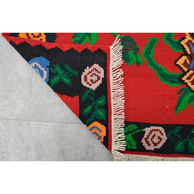Green Vintage Turkish Floral Kilim Area Rug - 5′3″ X 7′5″ For Sale - Image 8 of 8