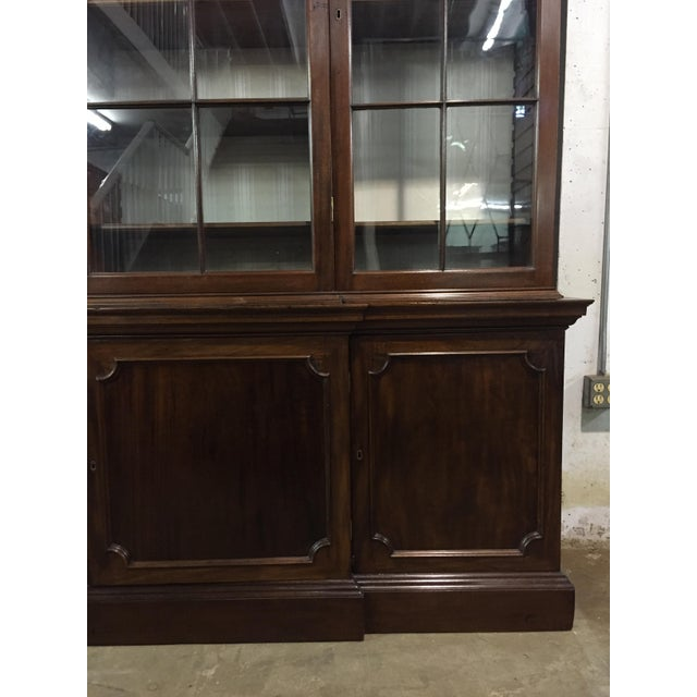 Large 19th century English mahogany breakfront bookcase. C.1820. This piece would look great in a traditional style home.