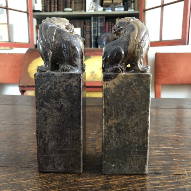Mid 19th Century 19th Century Hand Carved Brown Shoushan Soapstone Chinese Chop Seals - a Pair For Sale - Image 5 of 13