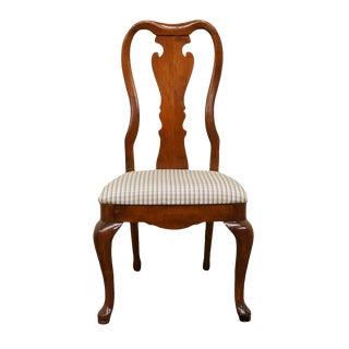 Late 20th Century Vintage Thomasville Furniture Collectors Cherry Queen Anne Style Dining Side Chair For Sale