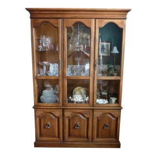 Late 20th Century Thomasville Display Hutch For Sale