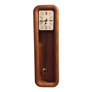 1970s Vintage Howard Miller 8- Day Pendulum Oak Wall Clock For Sale