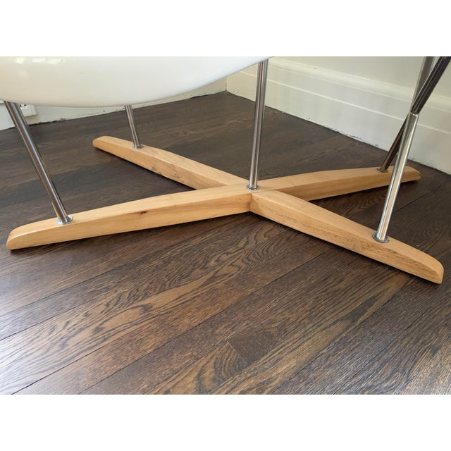 """Mid-Century Modern Mid Century Charles Eames """"La Chaise"""" White Lounge Chair For Sale - Image 3 of 9"""