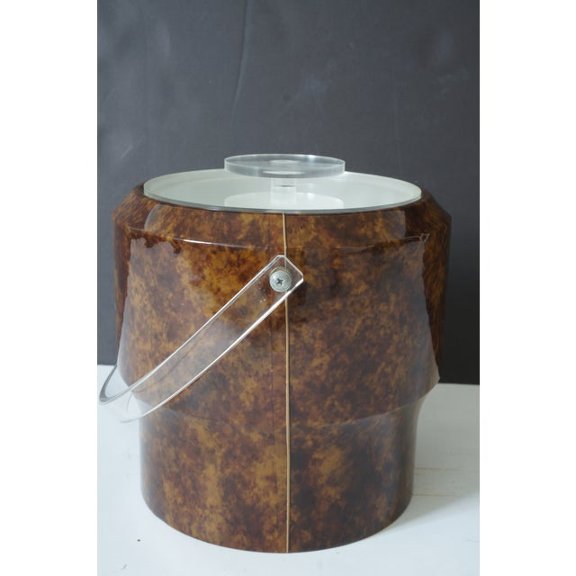 Late 20th Century Vintage Saks 5th Ave Nyc Ice Bucket - Faux Tortoise Shell and Lucite For Sale - Image 5 of 10