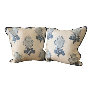 Traditional Thibaut Linen Print Pillows - a Pair For Sale