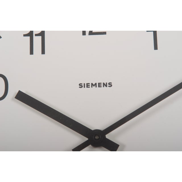 1970s Siemens Factory, Workshop or Train Station Clock For Sale - Image 5 of 6