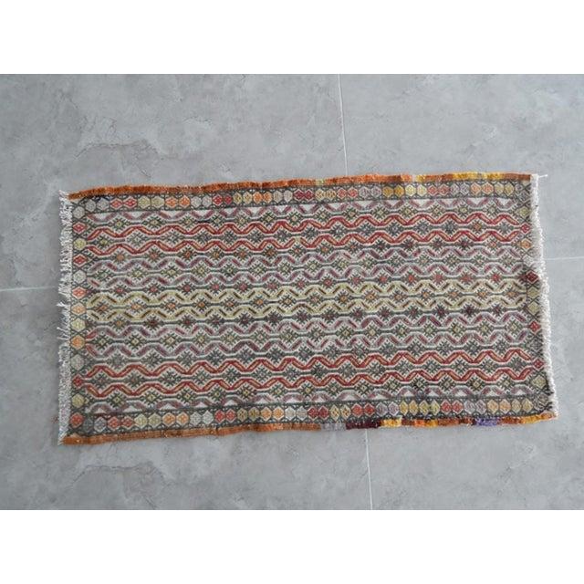 Burnt Orange Handwoven Turkish Kilim Rug Pastel Colors Area Rug Petite Braided Kilim 1′6″ × 2′10″ For Sale - Image 8 of 8