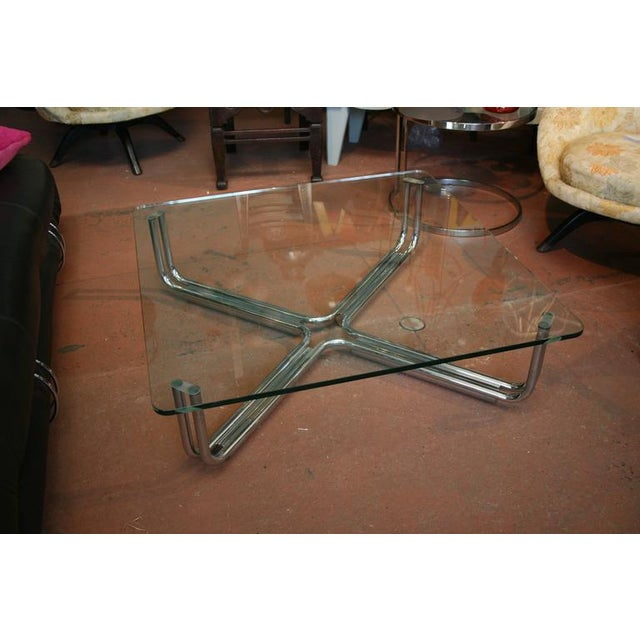 Mid-Century Modern Tubular Chrome and Glass Coffee Table by Gianfranco Frattini for Cassina For Sale - Image 3 of 4