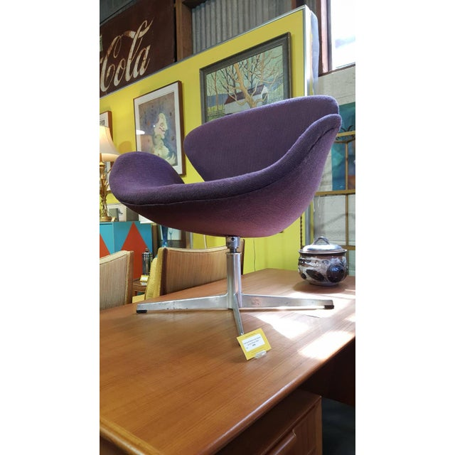 Vintage Swan Chair by Arne Jacobsen for Fritz Hans - Image 2 of 9