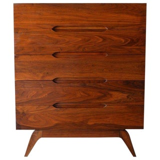 1960s Mid-Century Modern Sculpted Walnut 5-Drawer Chest or Highboy For Sale