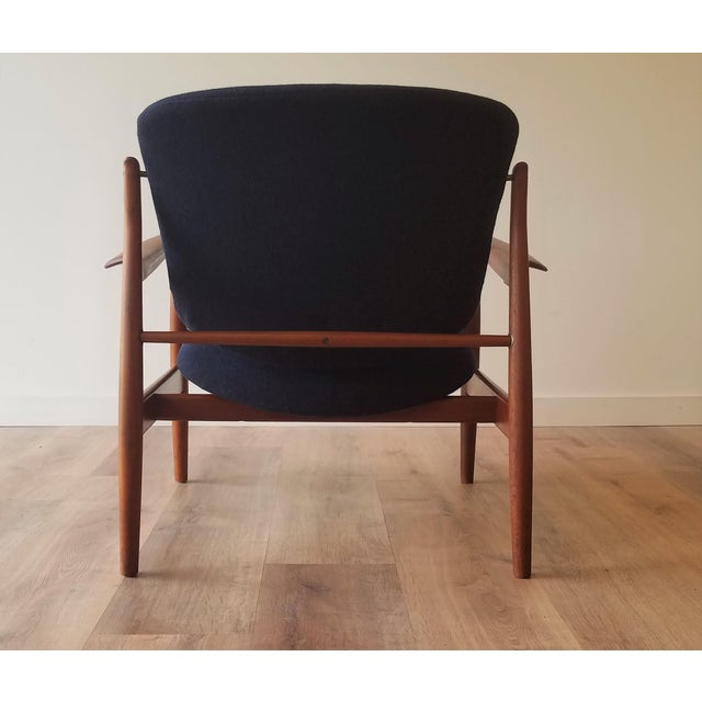 1950s 1950s Newly Upholstered Finn Juhl for France & Daverkosen in Kvadrat Wool Teak Lounge Chair (Fd-136) For Sale - Image 5 of 13