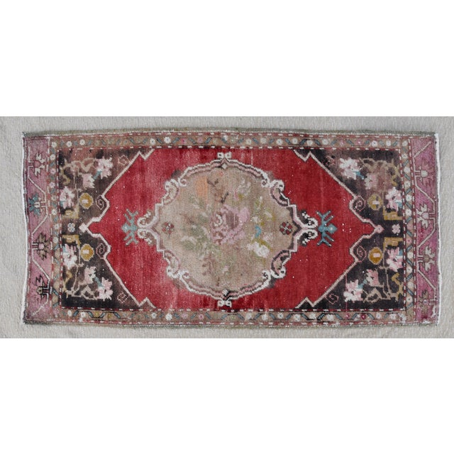 """Early 20th Century Turkish Muted Rose/Pink Accent Rug - 1'9"""" X 3'8"""" For Sale - Image 9 of 10"""