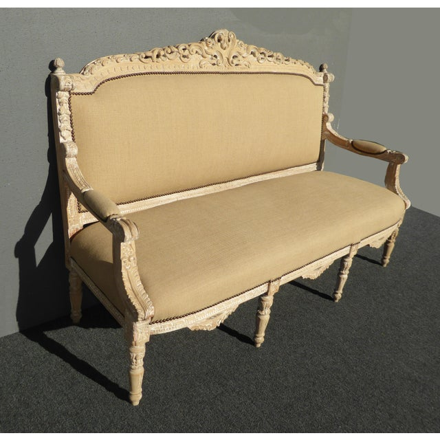 French Provincial Rococo Tan Fine Burlap Ornately Carved Settee Sofa. Gorgeous Settee in Great Condition. Solid and Firm....