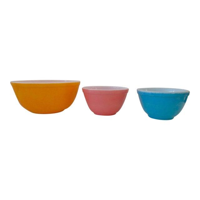 Pyrex Milk Glass Mixing Bowls - Set of 3 | Chairish