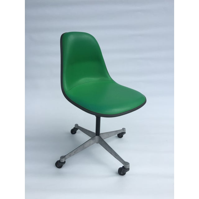 Kelly Green 1970s Vintage Eames for Herman Miller Kelly Green Fiberglass PSCC Chair For Sale - Image 8 of 8