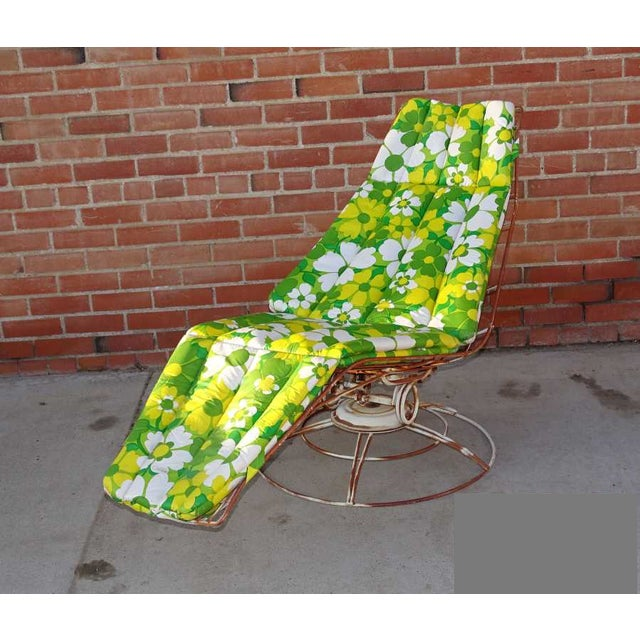 Vintage Homecrest Siesta patio lounge chair and chaise. The color is white with a lot of rust patina. This is made of...