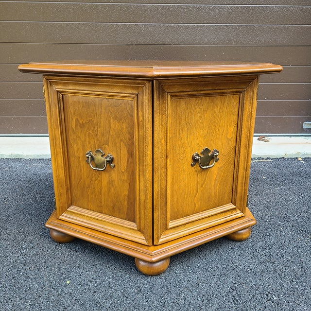 Ethan Allen Heirloom Nutmeg Maple Hexagonal Storage Table For Sale - Image 13 of 13