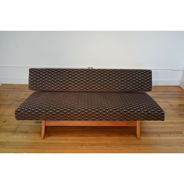 Knoll-Style Daybed in Geometric Cut Velvet - Image 3 of 7