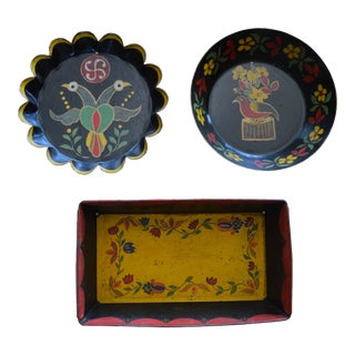 Vintage Decorative Baking Tins - Set of 3 For Sale