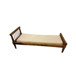 Early 19th Century Walnut Day Bed For Sale