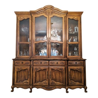 1970s Traditional Hibriten Breakfront China Cabinet