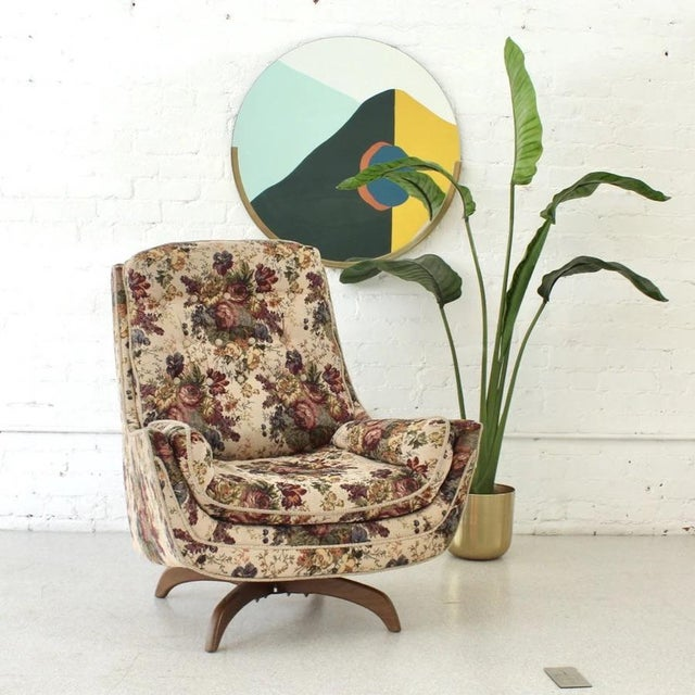 We are at a loss for words. This 1970s lounge chair has all of its original specs. Check out the flower power this...