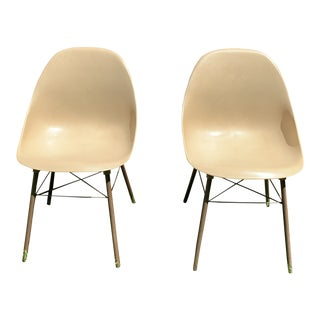 Pair of Mid-Century Modern Molded Plastic Tan Chairs by Shamrock Plastic For Sale