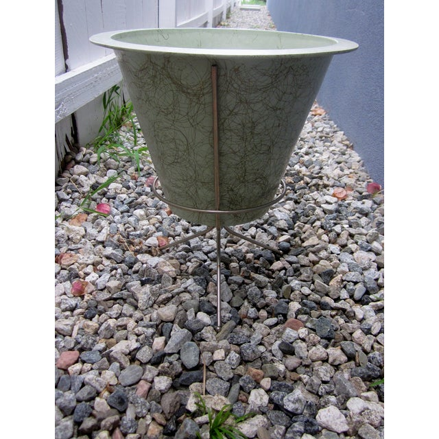 MCM Atomic Green Fiberglass Plant Pot and Stand - Image 4 of 11