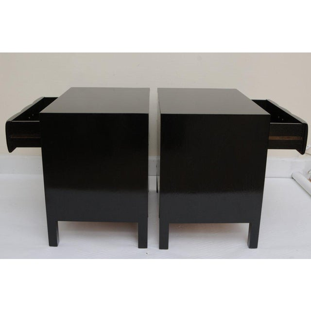 John Widdicomb Mid-Century Modern Signed John Widdicomb Night Stands/End Tables - a Pair For Sale - Image 4 of 11