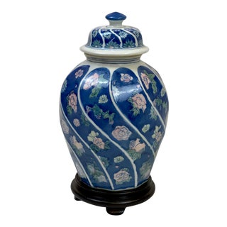 Vintage Traditional Chinoiserie Style Ceramic Urn For Sale