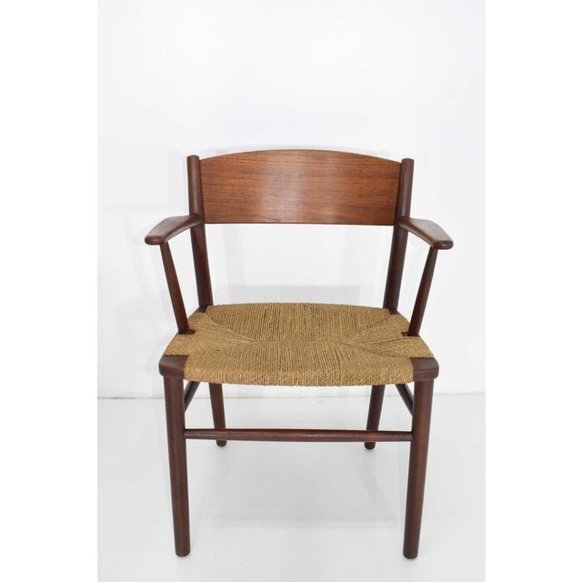 Beautiful set of six dining chairs in teak and seagrass by Børge Mogensen. All chairs have arms.