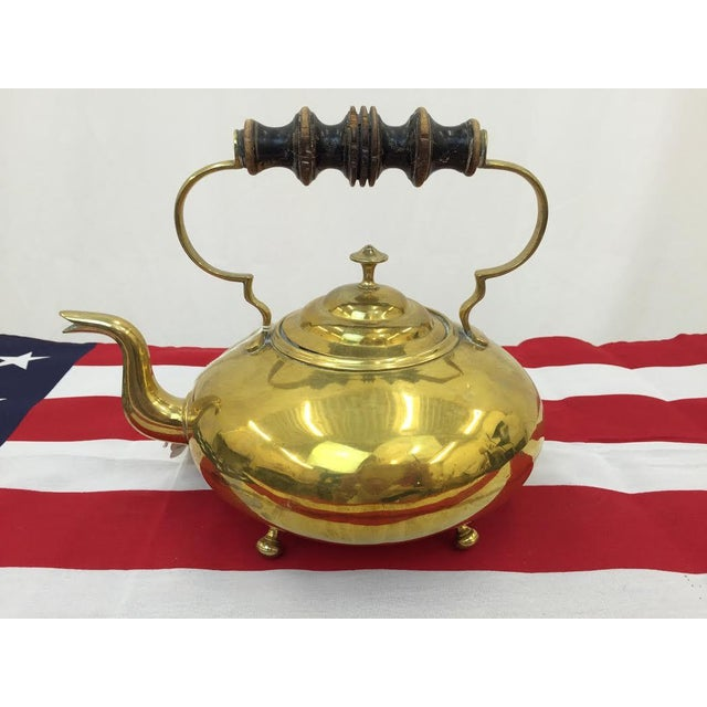 With a bright gold color that will add just the right amount of shine to any kitchen, this vintage brass tea kettle...