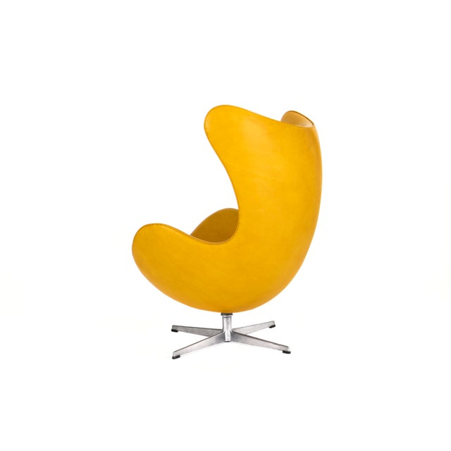 Fritz Hansen Arne Jacobsen Pair of Egg Chairs and Ottoman For Sale - Image 4 of 7