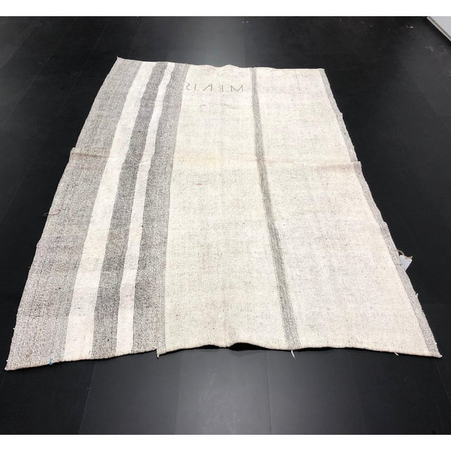 1960s Vintage Natural Wool Turkish Handwoven Anatolian Aztec Floor Rug- 5′4″ × 8′2″ For Sale - Image 11 of 11