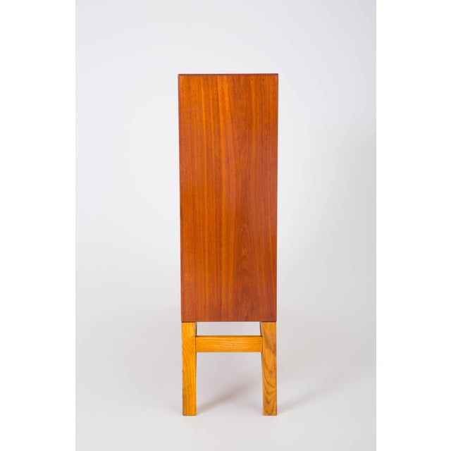 Danish Modern Bookcase in Teak and Oak by Børge Mogensen For Sale In Los Angeles - Image 6 of 12