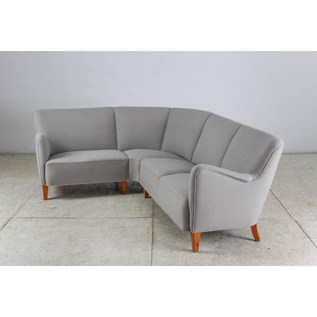 Mid-Century Modern Corner Sofa with Light Grey Wool Upholstery, Denmark, 1940s For Sale - Image 3 of 9