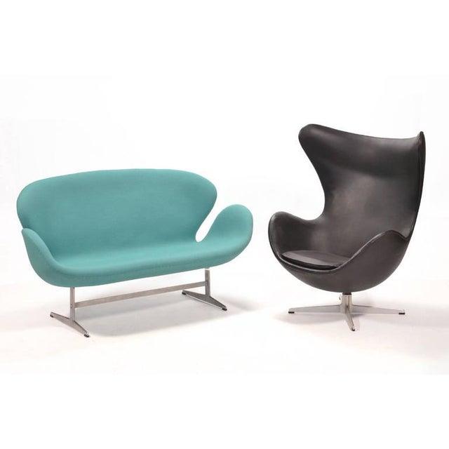 Arne Jacobsen Swan Sofa by Fritz Hansen For Sale - Image 10 of 10