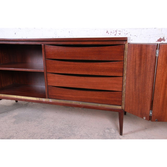 Brown Paul McCobb for Calvin Irwin Collection Mahogany Sideboard Credenza, Newly Restored For Sale - Image 8 of 13