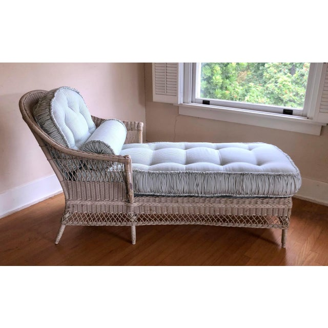Vintage Nantucket Wicker Tufted Chaise Lounge. For Sale In Los Angeles - Image 6 of 7